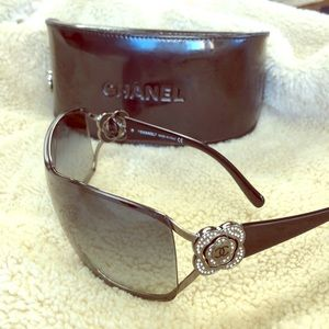 CHANEL Cameila Sunglasses with Case